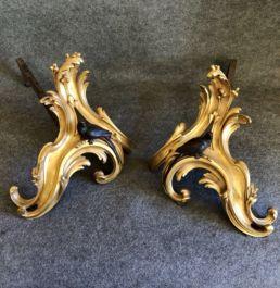 Chenets anciens en bronze. Vienne, XIXe siècle.