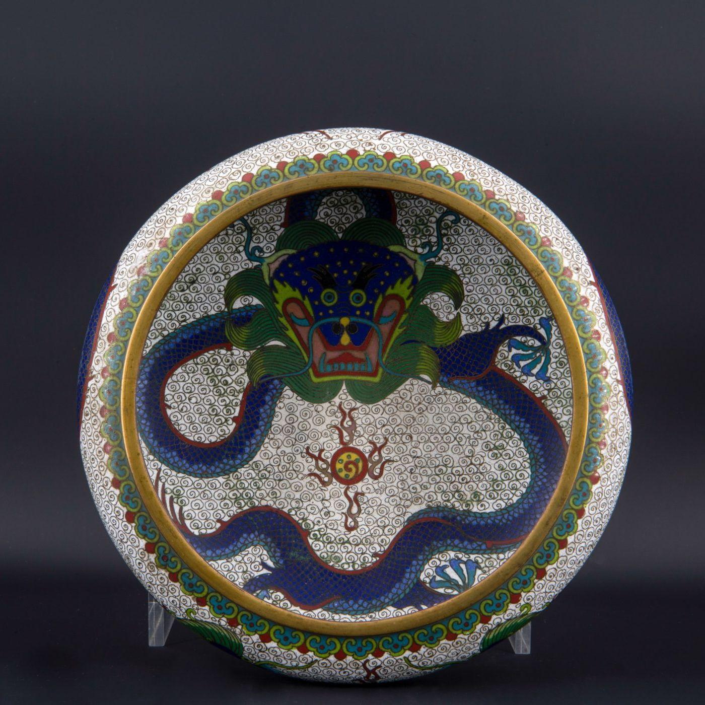 Cloisonné chinois au dragon, XIXe siècle.