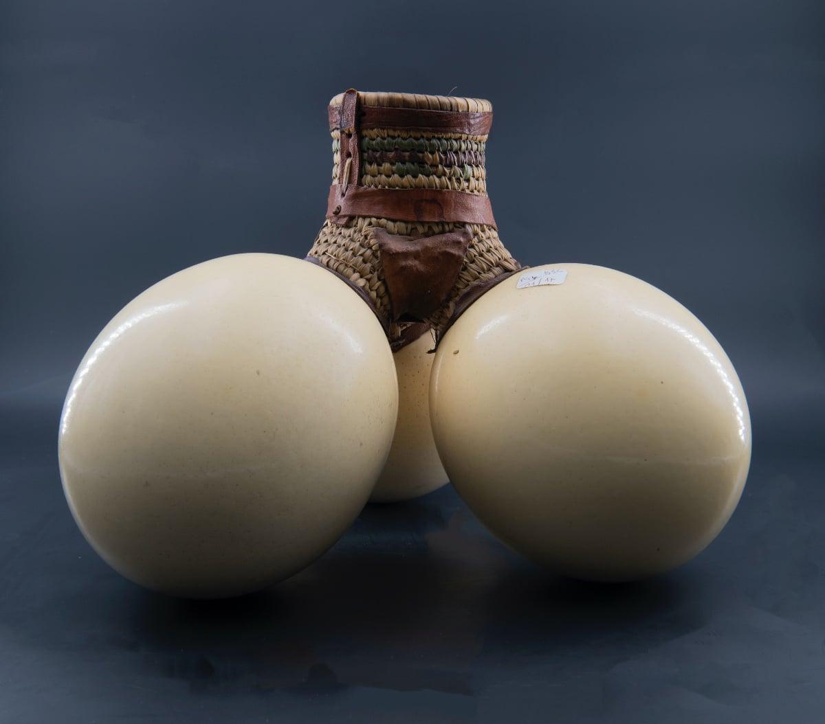 Gourde en œufs d'autruche. Afrique du Nord, XXe siècle