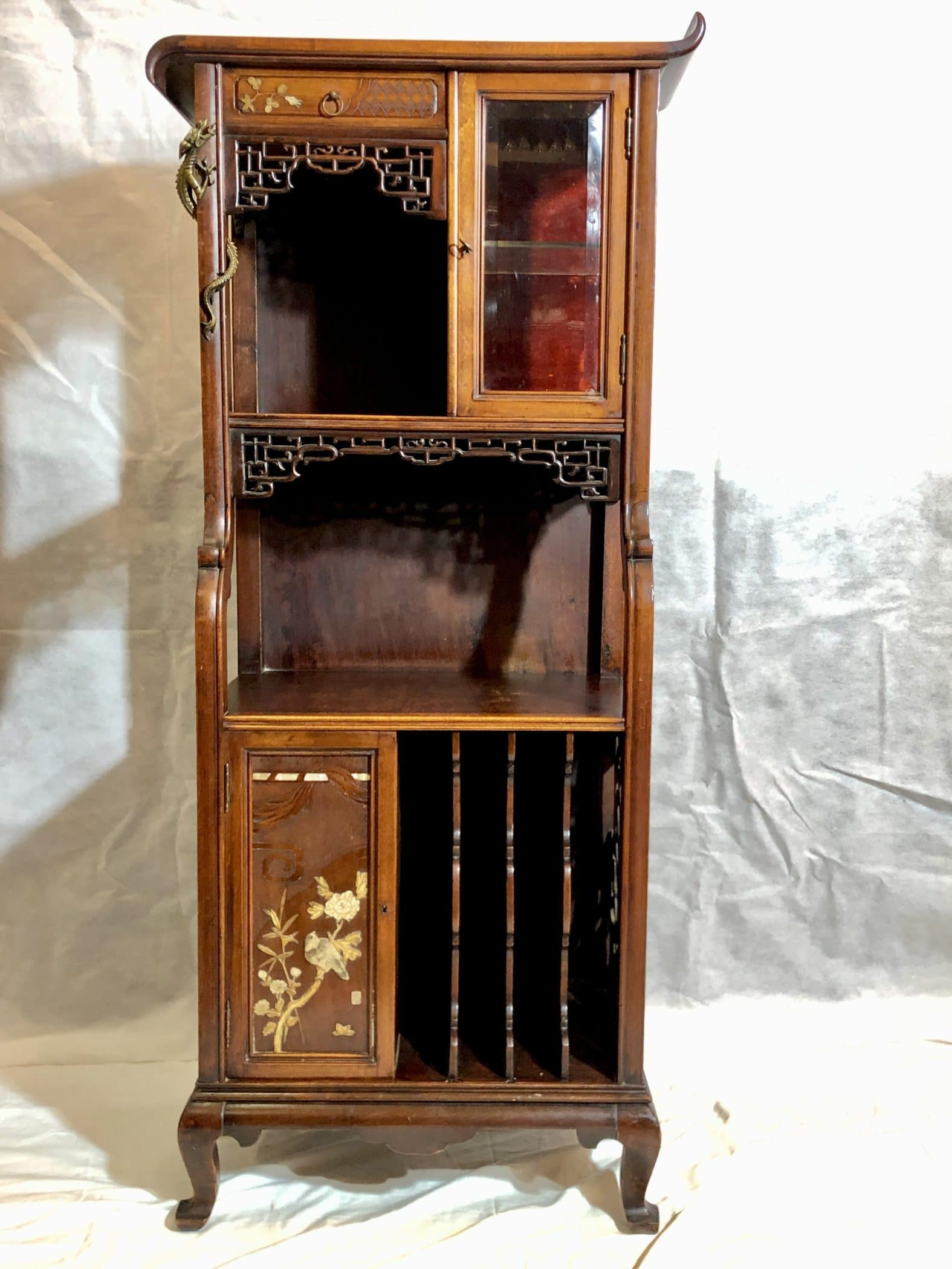 Meuble dans le goût japonisant de Viardot, XIXe siècle.