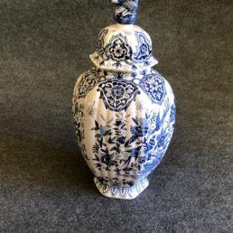 Vase ou potiche en céramique vernissée dans le goût chinois, XIXe siècle.