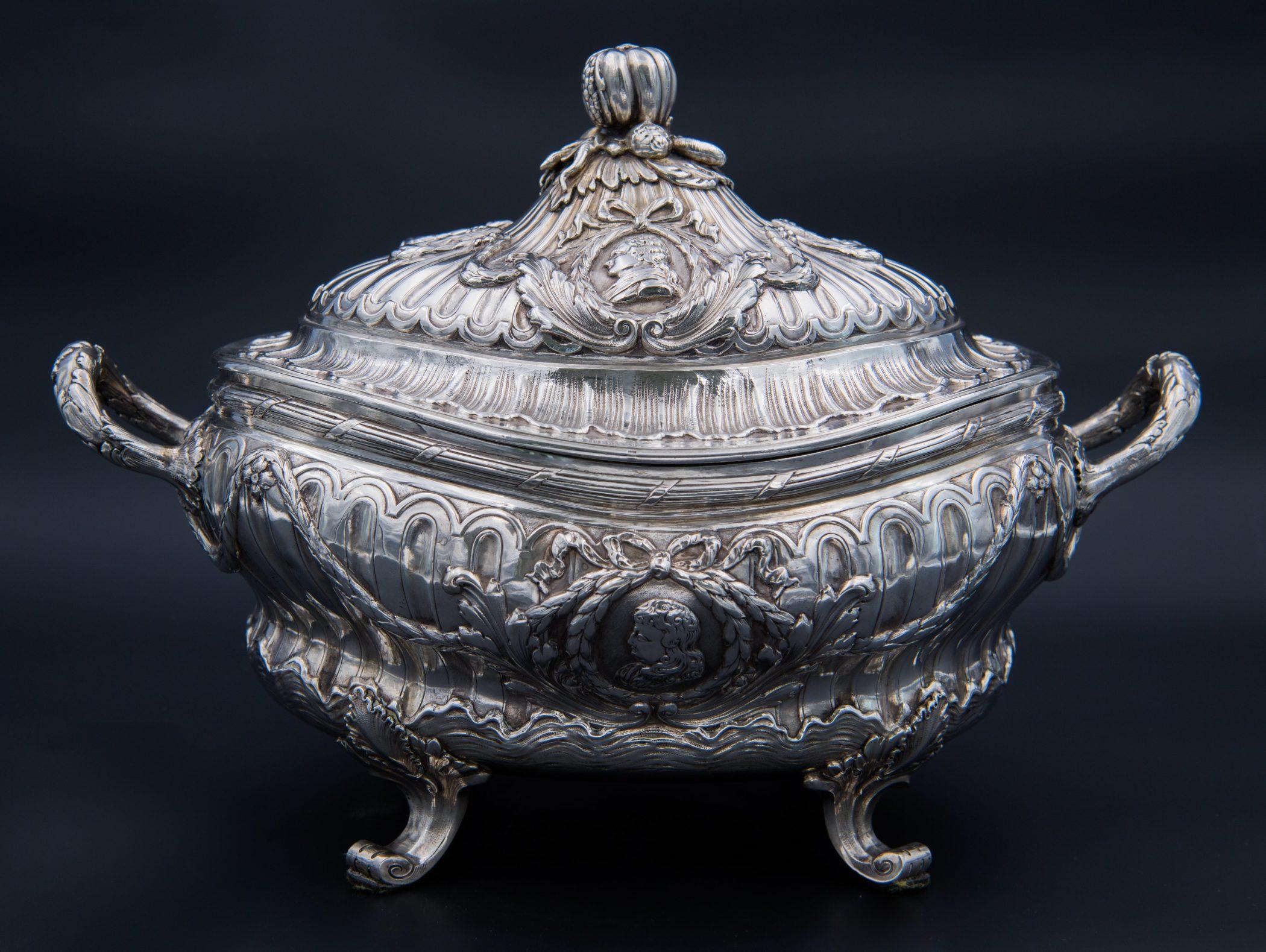 Légumier en argent massif, fin XVIIIe siècle.