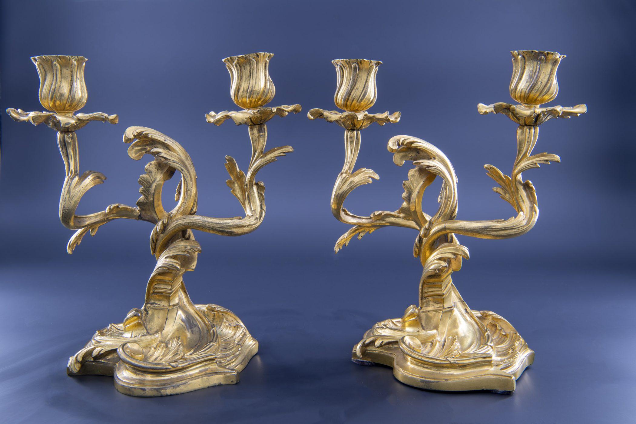 Paire de candélabres au C couronné, XVIIIe siècle