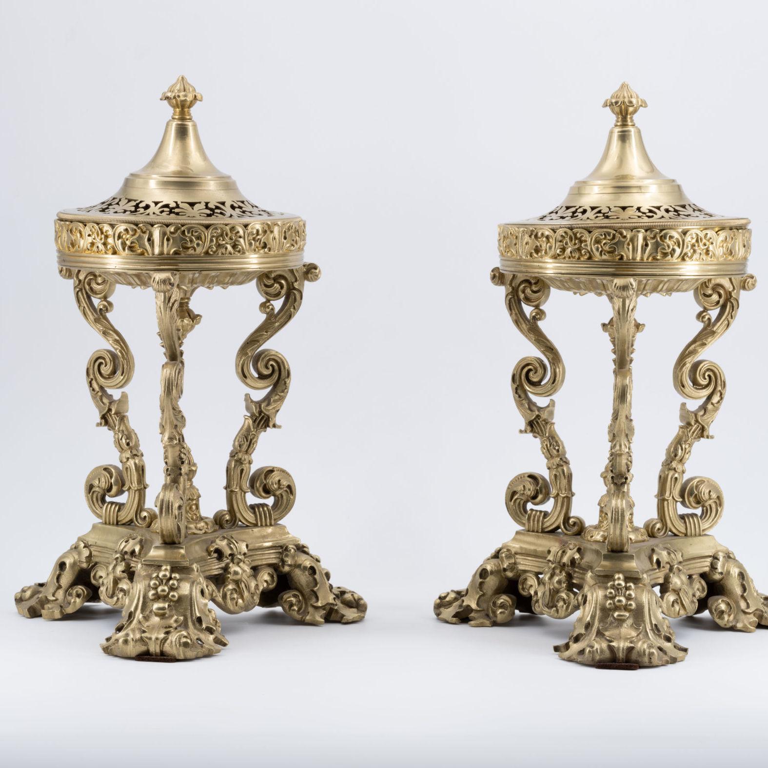 Brûle-parfum en bronze doré de style Régence, XIXe siècle.