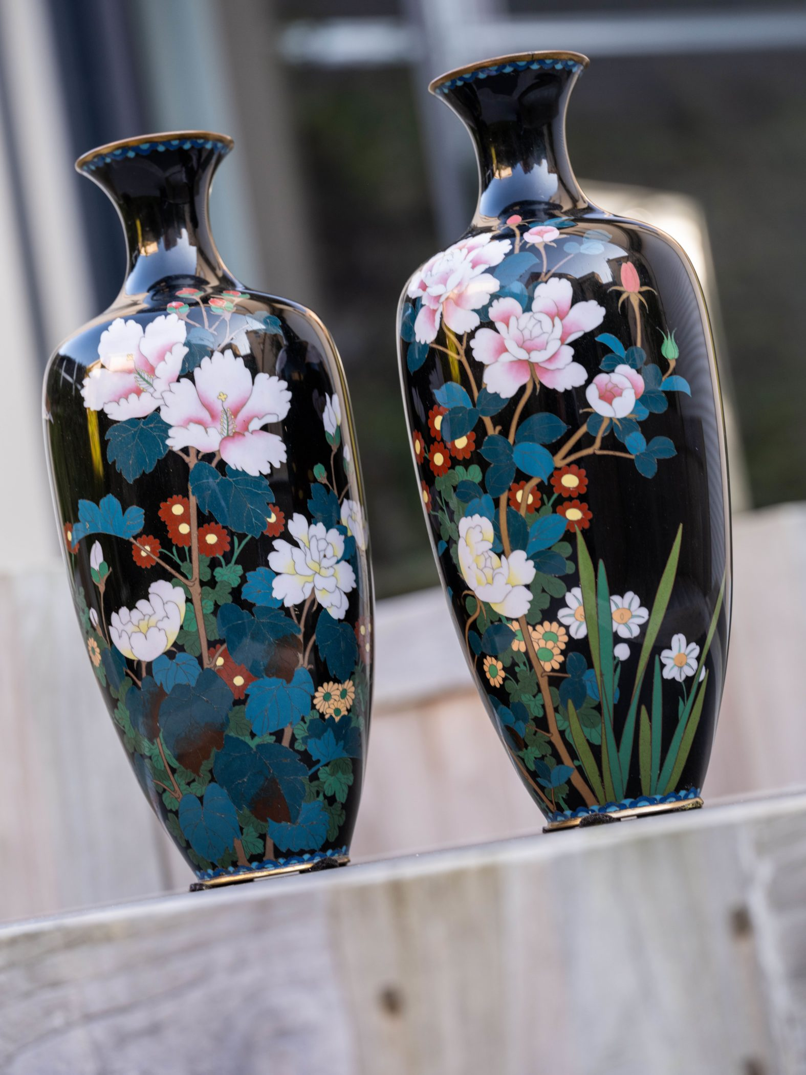 Paire de vases cloisonnés chinois, XIXe siècle.