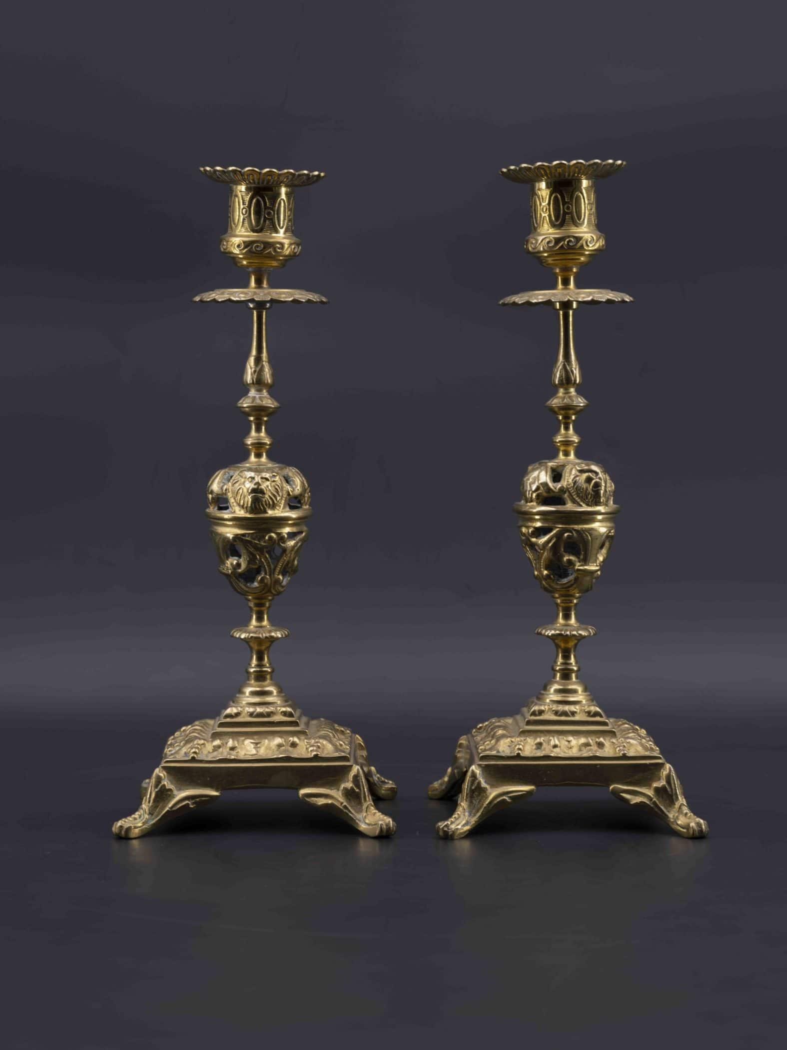 Paire de bougeoirs en bronze doré, fin XIXe siècle