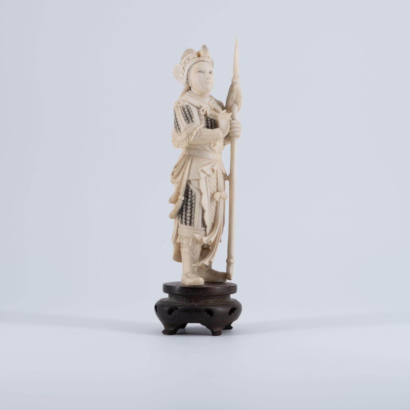 Okimono chinois en ivoire, XIXe siècle