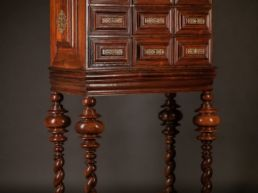 Cabinet bargueno en palissandre. Portugal, XVIIIe siècle