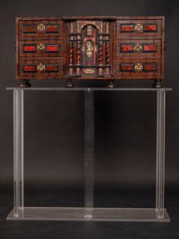 Cabinet en écailles de tortue et bronze doré. Italie, XVIIe siècle