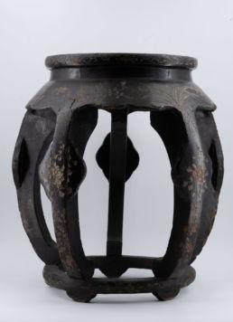 Sellette laquée noire dans le goût chinois, fin XIXe - début XXe siècle