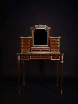 Bonheur-du-jour, milieu XIXe siècle Bonheur-du-jour ou bureau de dame, milieu XIXe siècle