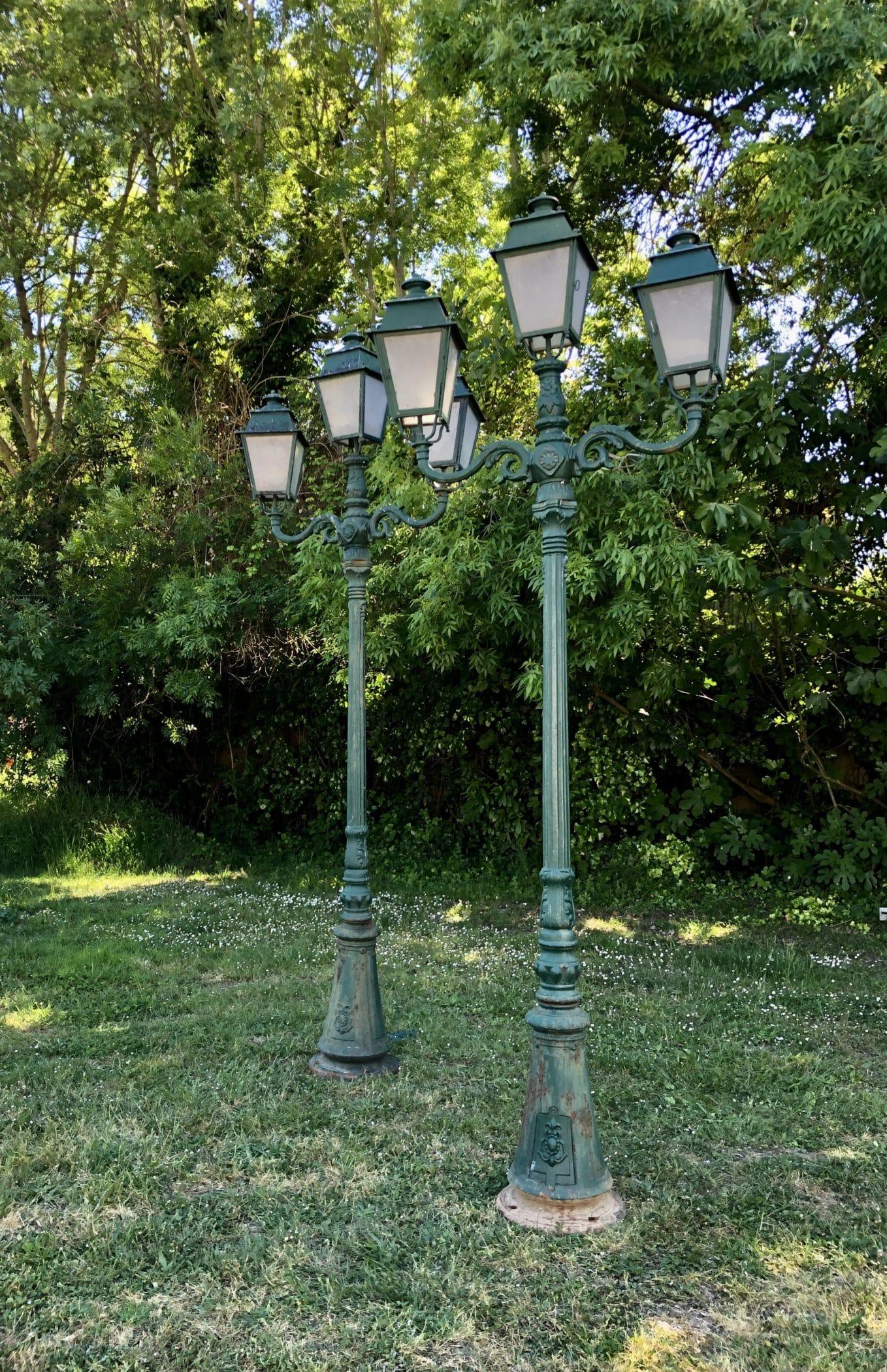 Réverbères en fonte vert Empire de la Maison Gillet à Castres. Style Napoléon III, fin XIXe - début XXe siècle.