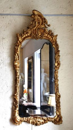 Miroir Louis XV en bois doré, XVIIIe siècle