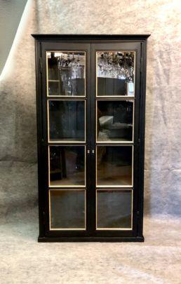 Deux vitrines noires (unité ou en paire). Travail d'ébéniste, XXe siècle
