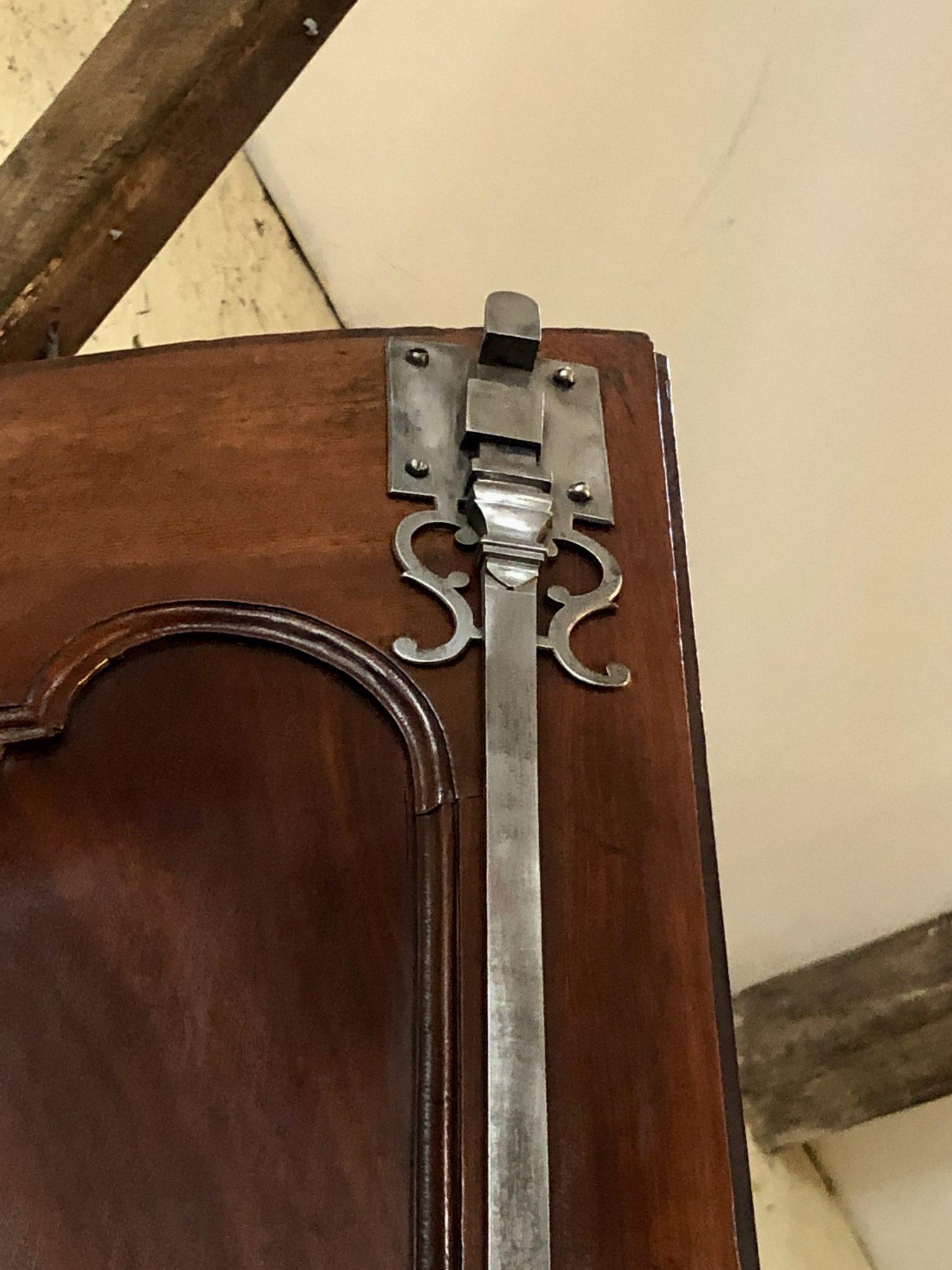 Armoire bordelaise de présentation en acajou de Cuba, XVIIIe siècle