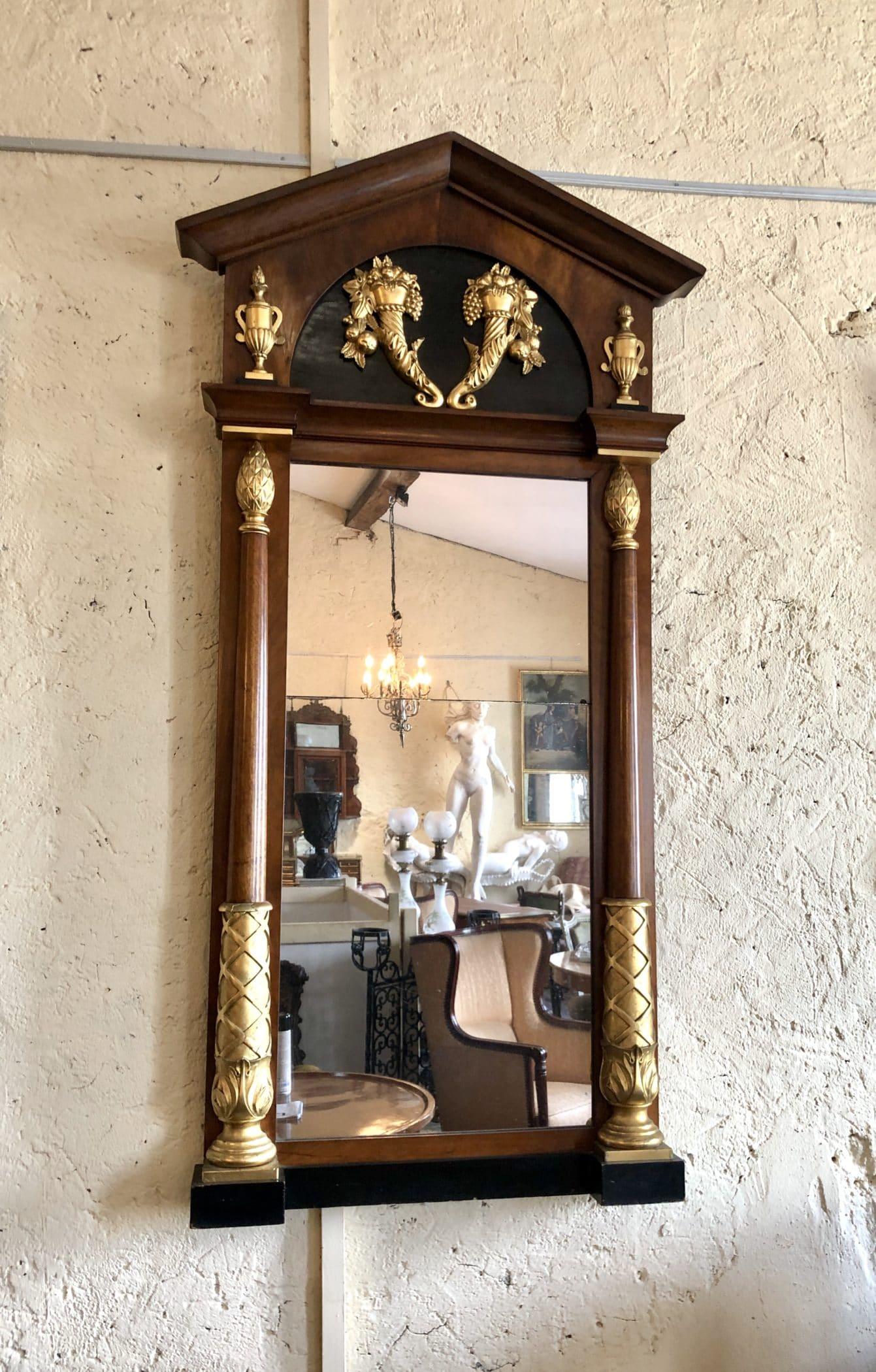 Miroir russe de style néoclassique. Époque Empire, XIXe siècle