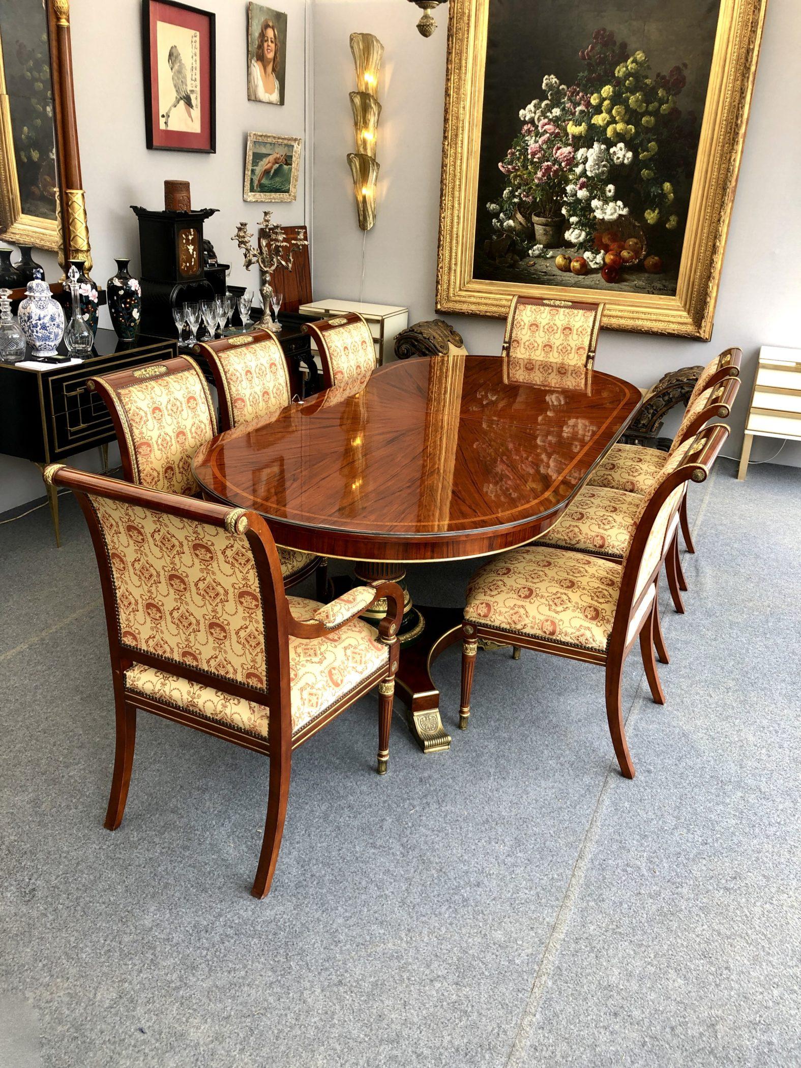 Ensemble table de salle à manger, chaises et fauteuils. Milieu XXe siècle